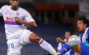 Frédéric Piquionne (à g. avec le maillot lyonnais en 2009) jouera la GoldCup 2013 avec la Martinique.