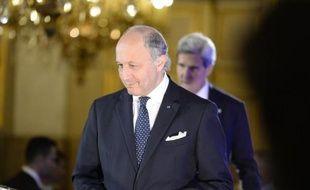 """Paris et Washington n'ont """"pas besoin"""" de l'engagement militaire de tous les pays européens pour intervenir en Syrie, a déclaré dimanche le ministre français des Affaires étrangères Laurent Fabius, qui s'est félicité du """"soutien politique"""" des 28."""