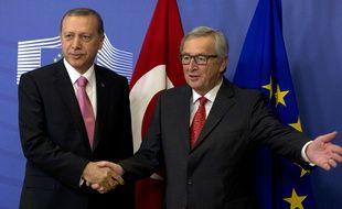 Recep Tayyip Erdogan et Jean-Claude Juncker, à Bruxelles, le 5 octobre 2015.
