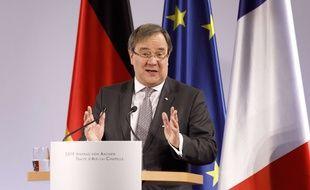 Armin Laschet n'apprécie pas la façon qu'a Angela Merkel de manoeuvrer en Europe