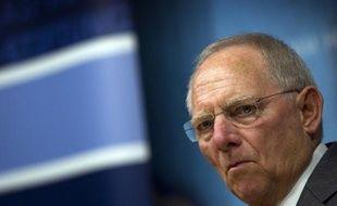 Le ministre allemand des Finances Wolfgang Schäuble s'est montré favorable à la tenue d'un référendum afin de réviser la Constitution allemande pour permettre un transfert de davantage de compétences à Bruxelles, dans un entretien avec l'hebdomadaire Der Spiegel paru lundi.
