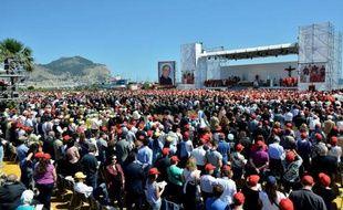 Pour la première fois, un prêtre sicilien assassiné par la mafia connu pour son combat courageux, a été béatifié samedi lors d'une cérémonie à Palerme (Sicile) en présence de dizaines de milliers de personnes.