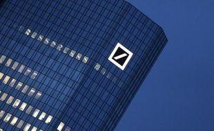La première banque allemande Deutsche bank a annoncé vendredi son intention de se retirer du processus de fixation des prix de l'or et de l'argent sur les marchés mondiaux.