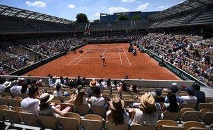 Les spectateurs sur le Simonne-Mathieu, le 30 mai 2021.