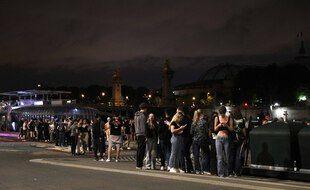 Une fête nocturne a eu lieu vendredi 11 juin près de l'esplanade des Invalides.