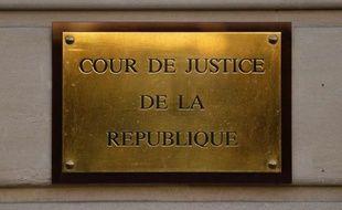 Une peine de 15 à 18 ans de réclusion criminelle est requise le 9 mai 2014 contre un homme de 30 ans, jugé aux assises de Paris pour le meurtre de son père alcoolique et violent, et contre sa mère