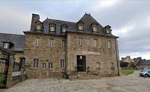 L'individu s'est laissé enfermer dans la mairie de Guingamp samedi.
