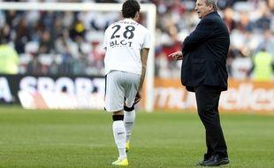 Rolland Courbis parlant à Yoann Gourcuff lors du match Nice-Rennes, le 10 avril 2016.