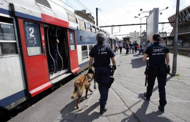 Tag trains sur Tout sur le rail - Page 9 648x415_agents-police-ferroviaire-sncf-a-cote-rame-rer-a-gare-juvisy-sur-orge-essonne-2012