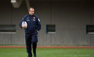 Le nouvel entraîneur du XV de France Philippe Saint-André et ses adjoints Yannick Bru et Patrice Lagisquet ont dirigé leur premier entraînement lundi au Centre national de Marcoussis, à moins de deux semaines du début du Tournoi des six nations contre l'Italie le 4 février.