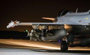 Photo diffusée par l'ECPAD d'un Rafale, un avion de chasse français engagé dans l'opération militaire Chammal en Irak et en Syrie, le 17 novembre 2015.
