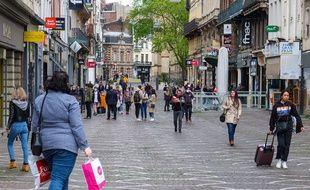 Ambiance déconfinée dans les rues du centre-ville de Lille.