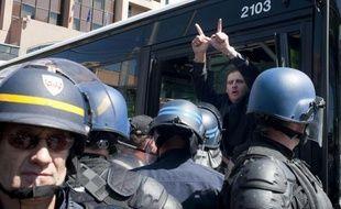 Les quelque 70 militants d'extrême droite interpellés samedi à Lyon, notamment après un rassemblement sauvage en gare, ont été relâchés entre samedi soir et dimanche midi, une majorité d'entre eux après un rappel à la loi, a-t-on appris de sources policière et judiciaire.