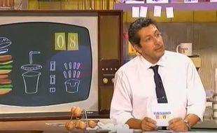 Alain Chabat présentant le jeu «Burger Quiz».