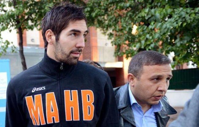 """Les joueurs de handball, dont la star Nikola Karabatic, interpellés dimanche pour des soupçons de match truqué sur fond de paris sportifs, vont """"très probablement"""" reconnaître avoir parié, mais pas triché, selon l'avocat de l'entre d'eux."""