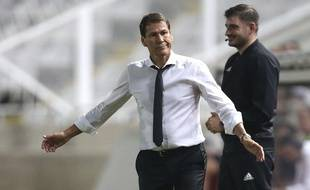 Rudi Garcia attend des explications après la seconde période de son équipe.
