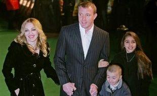 """La chanteuse américaine Madonna a une conception plutôt stricte de l'éducation: elle interdit à ses enfants la télévision et les bonbons, pour ne pas qu'""""ils déjantent"""", a-t-elle expliqué dans la presse allemande."""