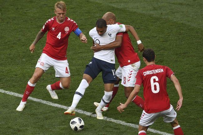 Très compliqué de trouver des espaces pour Kylian Mbappé lors de ce premier à l'image de la rencontre contre le Danemark.