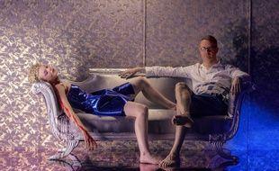 Elle Fanning et Nicolas Winding Refn sur le plateau de The Neon Demon