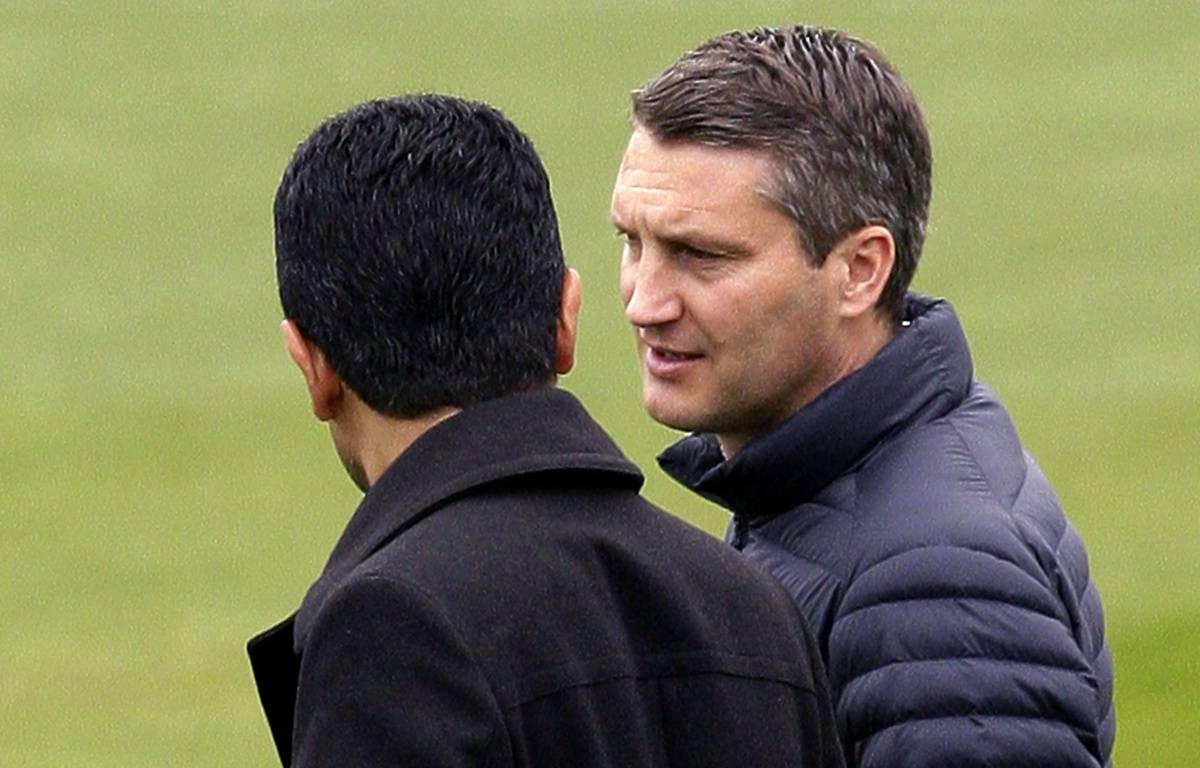 Olivier Létang, ici avec le président Nasser Al-Khelaïfi, ne sera plus le directeur sportif du PSG la saison prochaine.  –  J.E.E./SIPA