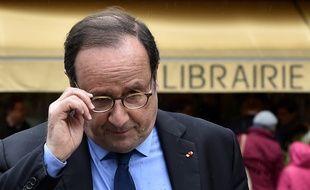 François Hollande, le 14 avril 2018 à Tulle, pour une séance de dédicaces de son livre «Les leçons du pouvoir».