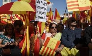 Des Catalans contre l'indépendance de leur région manifestent à Barcelone, le 12 octobre 2014