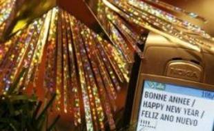 Pour marquer le passage à l'année nouvelle, les Français ont plébiscité les voeux virtuels qu'ils soient via l'internet ou via la téléphonie mobile avec les SMS et les MMS, pulvérisant une fois de plus les records de l'année passée.