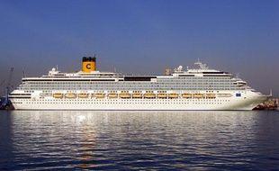 Le Costa Concordia. Le navire de luxe a fait naufrage le 13 janvier 2012, au large de la Toscane, en Italie.