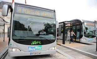 Nantes, 26/08/2010 La ligne 4 du Bus Way