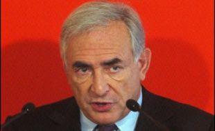 """Dominique Strauss-Kahn, député PS du Val d'Oise et candidat à l'investiture socialiste pour 2007, a affirmé mardi que """"l'effet du contrat nouvel embauche (CNE) a été nul"""", ajoutant que """"ce qui vaut pour le CNE vaut pour le CPE"""", contrat première embauche."""