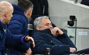 José Mourinho a encore fait le gugusse sur le banc des Spurs.