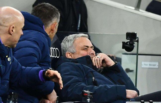 Premier League : La réaction grotesque de Mourinho pour aller réclamer un carton rouge