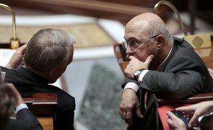 Le Parlement a adopté définitivement jeudi, par un ultime vote de l'Assemblée nationale, le projet de loi instaurant le contrat de génération, promesse de campagne de François Hollande, destiné à favoriser l'embauche des jeunes en CDI et le maintien des seniors dans l'emploi.