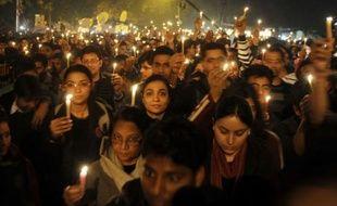 Craignant de nouvelles manifestations, la police de New Delhi a appelé samedi la population au calme et a bouclé plusieurs quartiers du centre-ville, quelques heures après la mort d'une étudiante de 23 ans victime d'un viol collectif, emblématique des violences faites aux femmes en Inde en toute impunité.