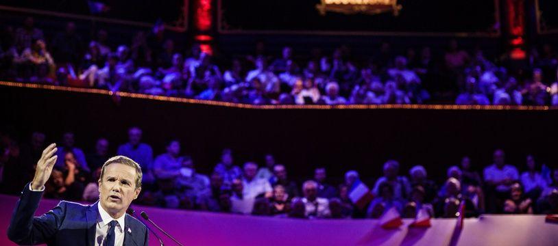 Nicolas Dupont-Aignan au Cirque d'Hiver.