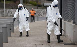 Des équipes de désinfection, à Nice.