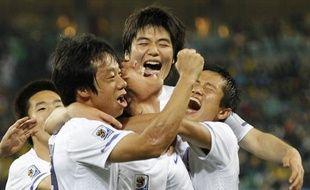 Les joueurs de la Corée du sud, fêtant un but inscrit contre le Nigeria, lr 22 juin 2010, à Durban.