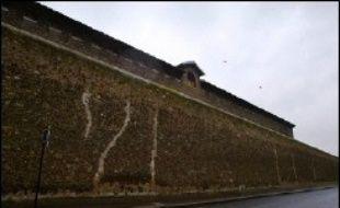 Le jeune détenu qui s'est évadé samedi après-midi de la maison d'arrêt de Poitiers, où il se trouvait en détention provisoire, était toujours en cavale dimanche en fin de journée, a-t-on appris de source judiciaire.