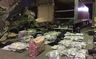 Dans ce camion, 201 kg de cannabis étaient dissimulés.