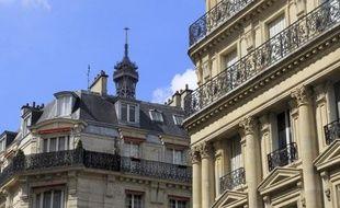 Les ventes de logements anciens ont chuté de 20% sur un an en Ile-de-France entre février et avril, mais l'érosion des prix depuis octobre 2011 a été stoppée et le montant des transactions est même reparti à la hausse dans Paris intra-muros, selon les chiffres des notaires.