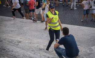La police romaine demande désormais aux visiteurs de ne plus s'asseoir sur les marches de l'escalier de laTrinité des Monts