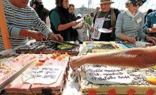Les associations ont partagé un «gâteau de la honte», mercredi midi.