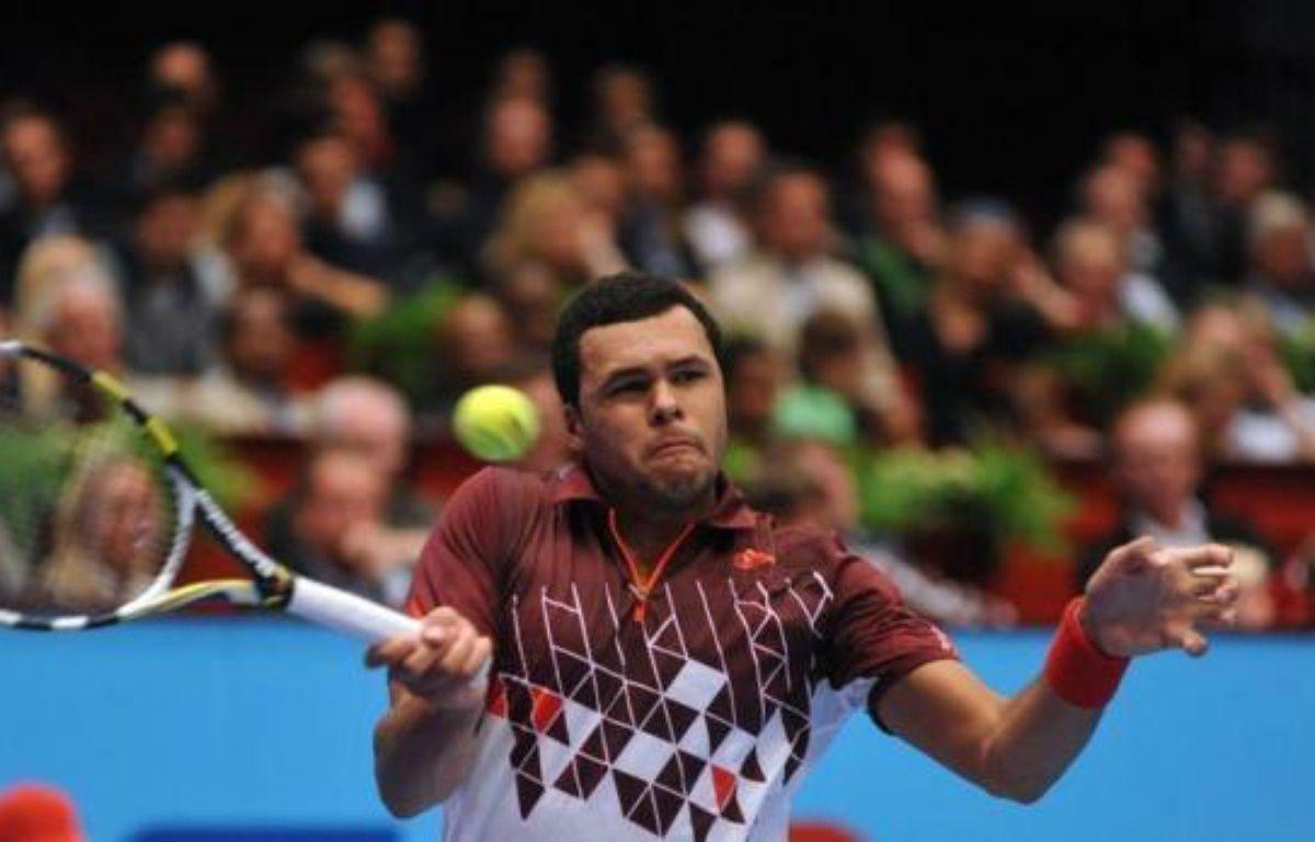 Le N.1 français Jo-Wilfried Tsonga a été éliminé, au deuxième tour du tournoi de Valence, par l'Américain Sam Querrey 7-6 (7/5), 6-2, un revers qui n'hypothèque cependant pas ses chances de se qualifier pour le Masters. – Samuel Kubani afp.com