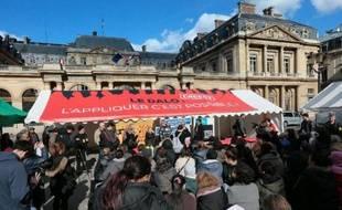 Rassemblement devant le Conseil d'Etat à Paris le 5 mars 2014, pour le 7e anniversaire du vote de la loi sur de droit au logement opposable
