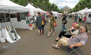 Le public pouvait admirer des peintures, des photos et des sculptures.