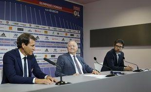 Rudi Garcia, Jean-Michel Aulas et Juninho, ici le 15 octobre dernier lors de la présentation du nouvel entraîneur de l'OL devant la presse.