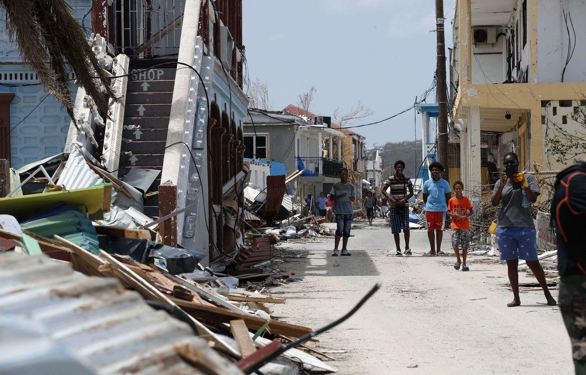 Des sinistrés de l'ouragan Irma à Saint-Martin, le 12 septembre 2017.  – Christophe Ena/AP/SIPA