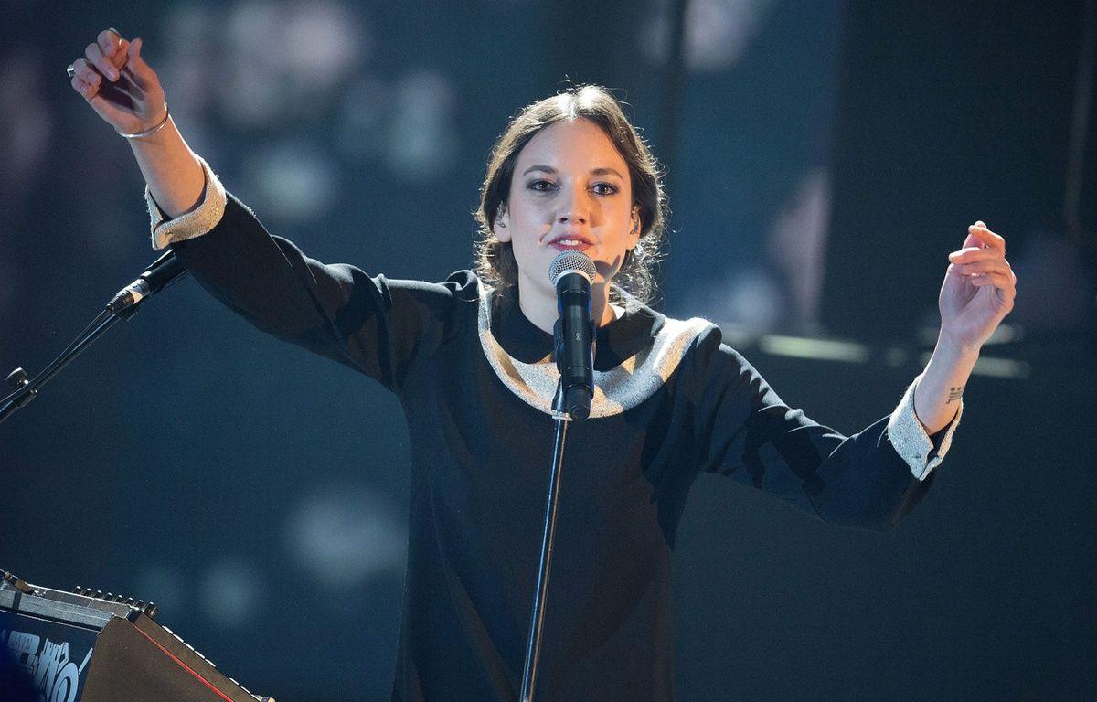 La chanteuse Jain lors des Victoires de la musique. – NIVIERE/SIPA