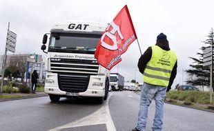 Les routiers organisent un blocage aux abords de l'aéroport Nantes-Atlantique /SALOM-GOMIS_175411/Credit:SEBASTIEN SALOM-GOMIS/SIPA/1501261804