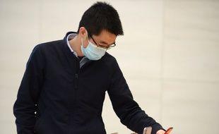Un client dans un Apple Store à Nankin, le 24 avril 2020.